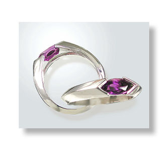 9ct. White Gold & Amethyst.