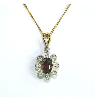 Garnet & Diamonds 9ct.