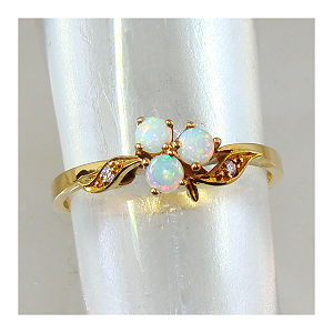 Opal & Diamond Ring 18ct.